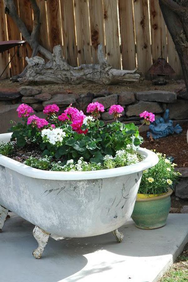 recycled-bathtub-container-garden-ideas
