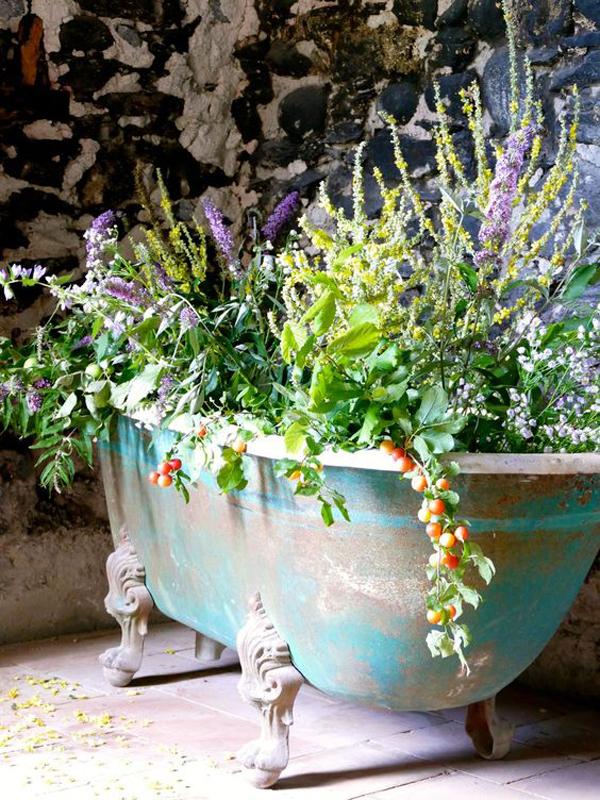 rustic-diy-bathtub-container-garden-design