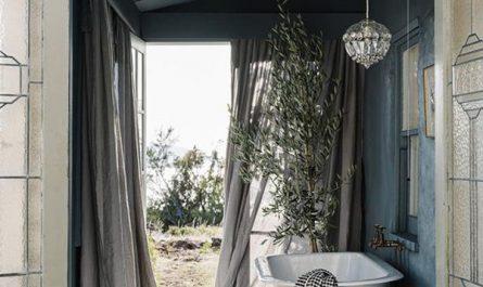 seaside-indoor-outdoor-bathroom-for-summer