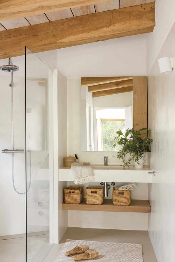 seaside-summer-bathroom-with-wooden-accents
