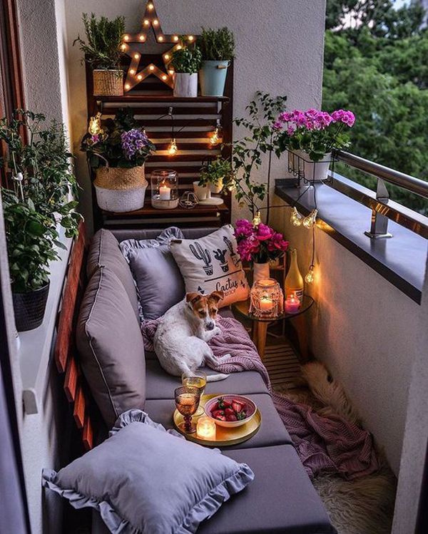 small-boho-balcony-design-with-candle-lights