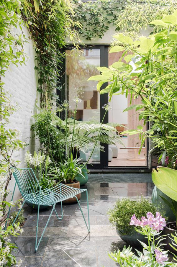 small-patio-jungle-style