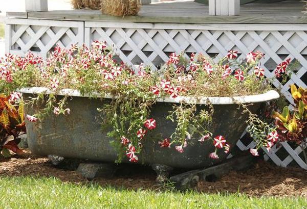vintage-diy-bathtub-container-garden