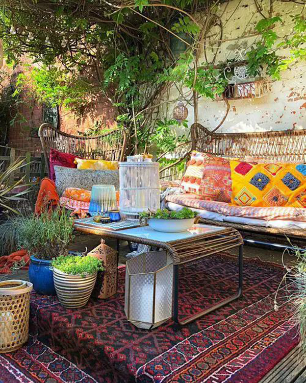 awesome-boho-garden-retreat-for-small-space