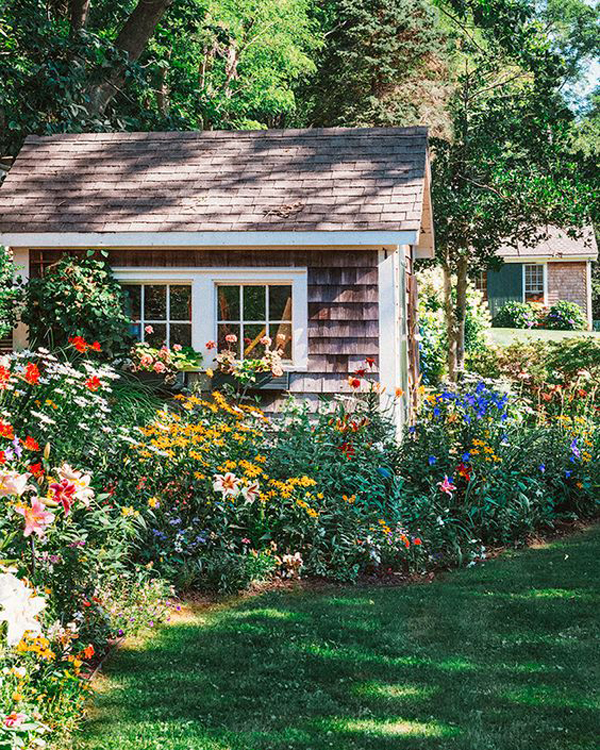 backyard-cottage-flower-garden-decor
