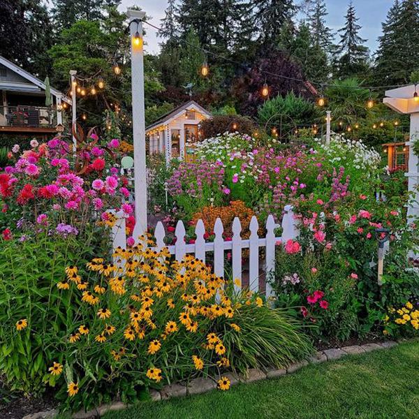 beautiful-front-yard-flower-garden