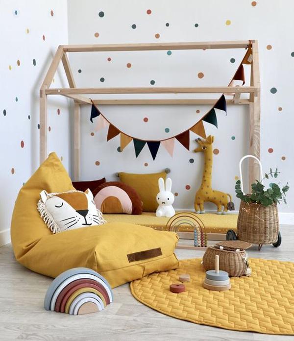 boho-chic-kid-room-with-polka-dot-wall