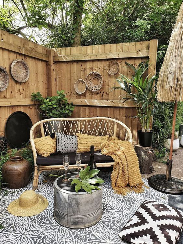boho-inspired-garden-with-lounge-chairs