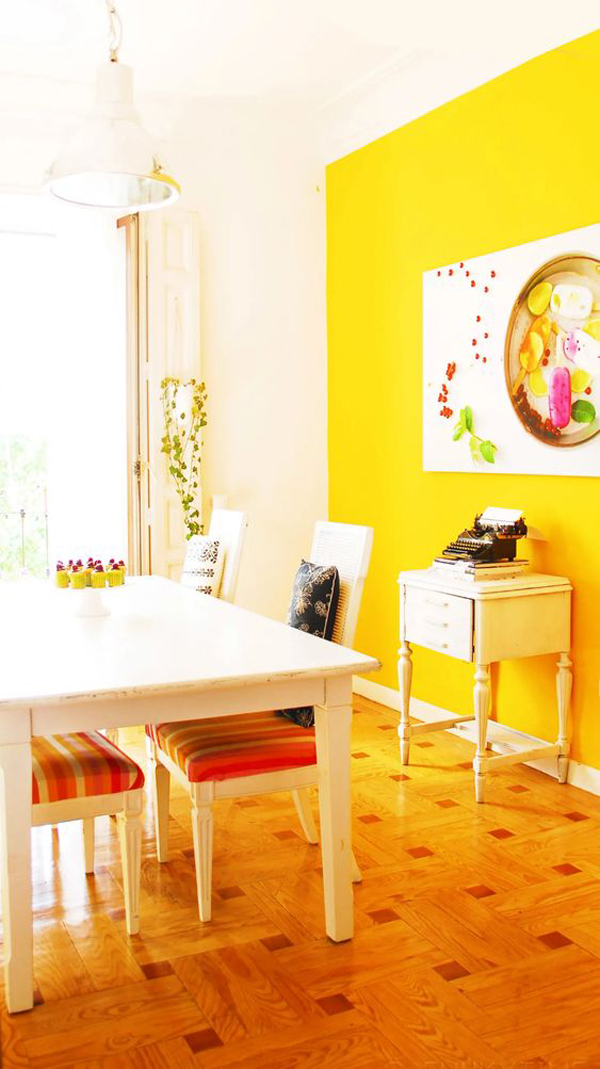 bright-dining-room-with-yellow-accent-walls