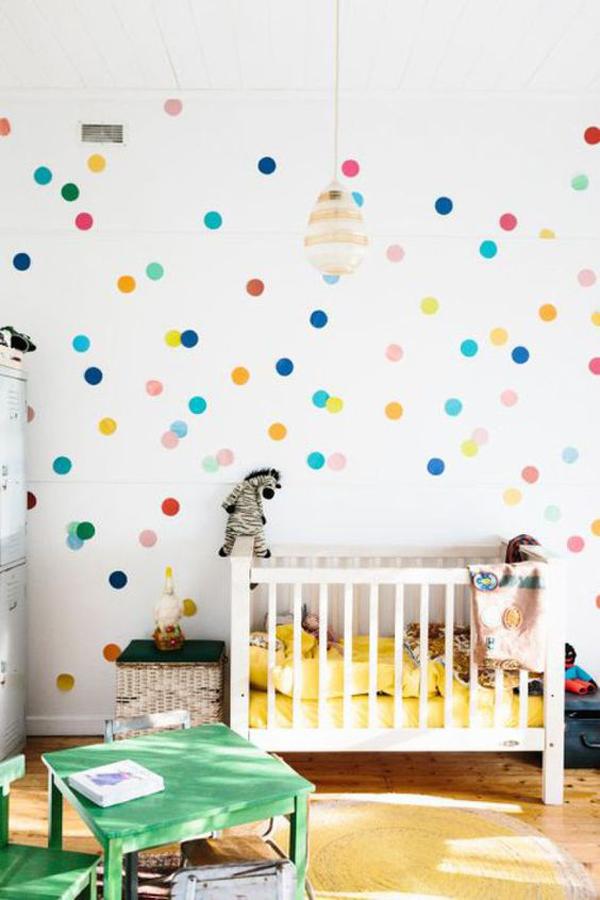 cherful-polka-dot-nursery-room-decor