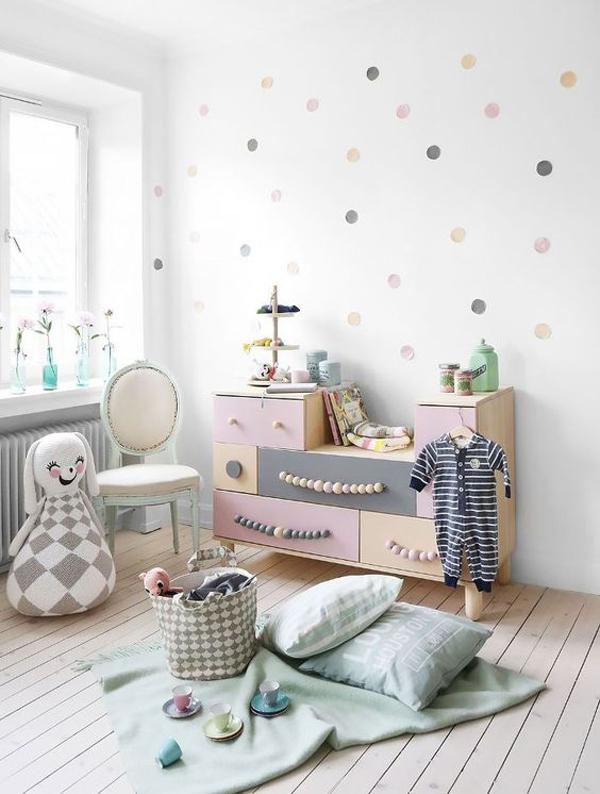 chic-ikea-bedroom-design-with-polka-dot-wall