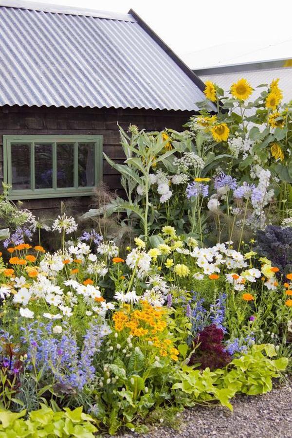 cottage-flower-garden-for-backyard