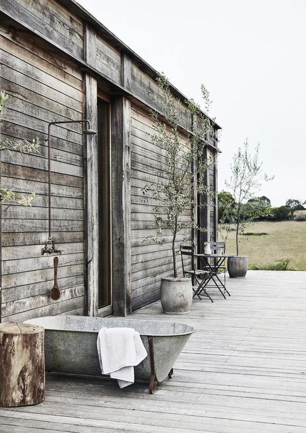 cozy-backyard-tub-decks