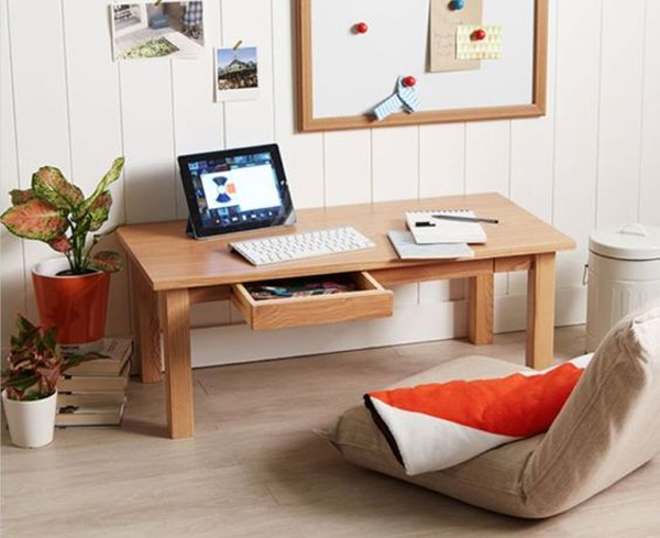 floor-desk-with-aesthetic-wall-treatment