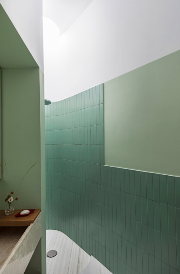 fresh-green-bathroom-for-small-space