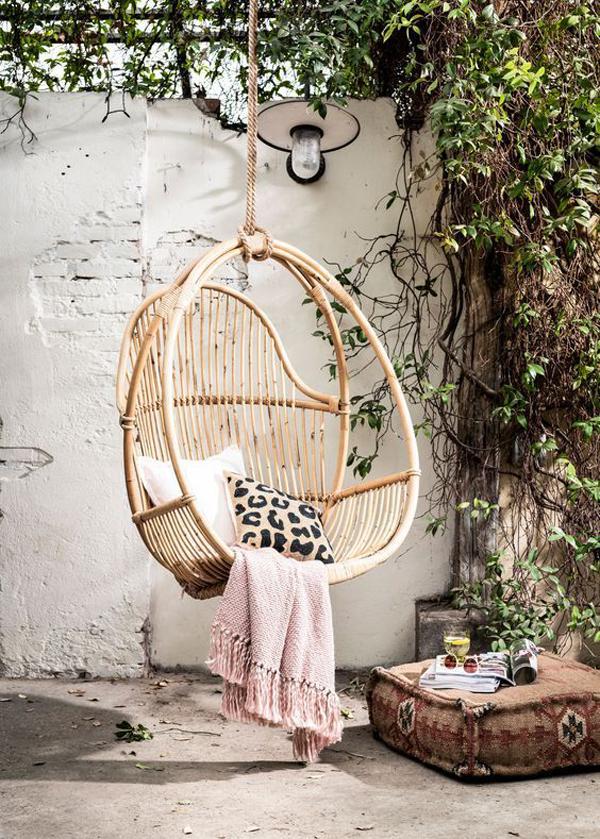 hanging-rattan-chairs-for-cozy-bohemian-garden