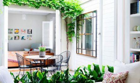 indoor-outdoor-reading-nook-in-window-seat