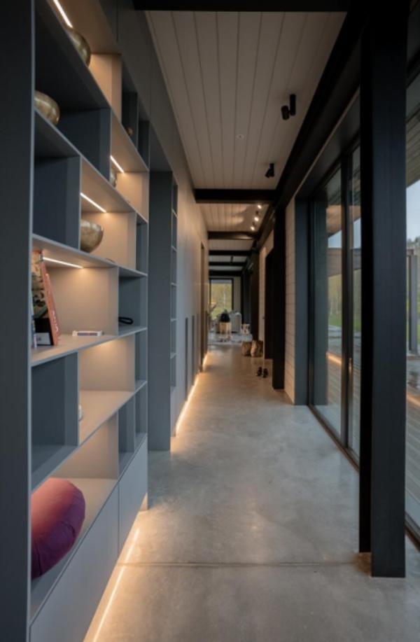 latvian-minimalist-hallway-home-with-bookcase