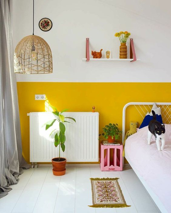 minimalist-bedroom-style-with-yellow-accent-walls