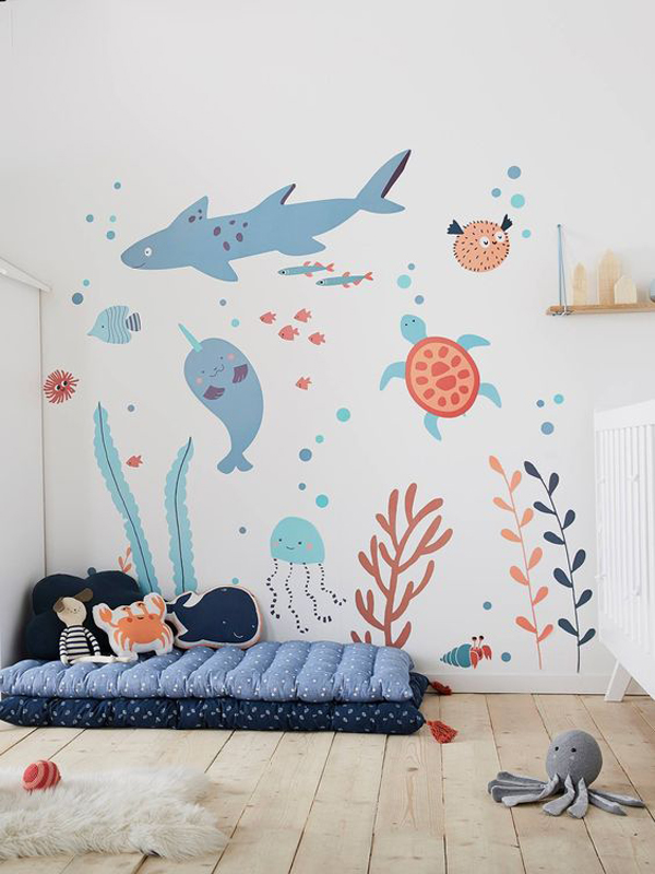 minimalist-sea-theme-bedroom-with-wall-stickers