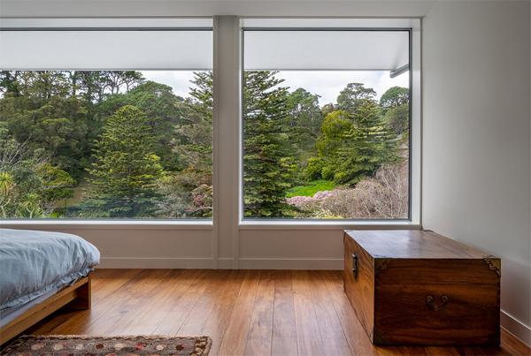 open-bedroom-with-botanical-garden-view