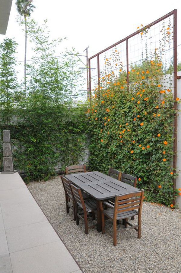 outdoor-dining-area-with-garden-trellis-dividers