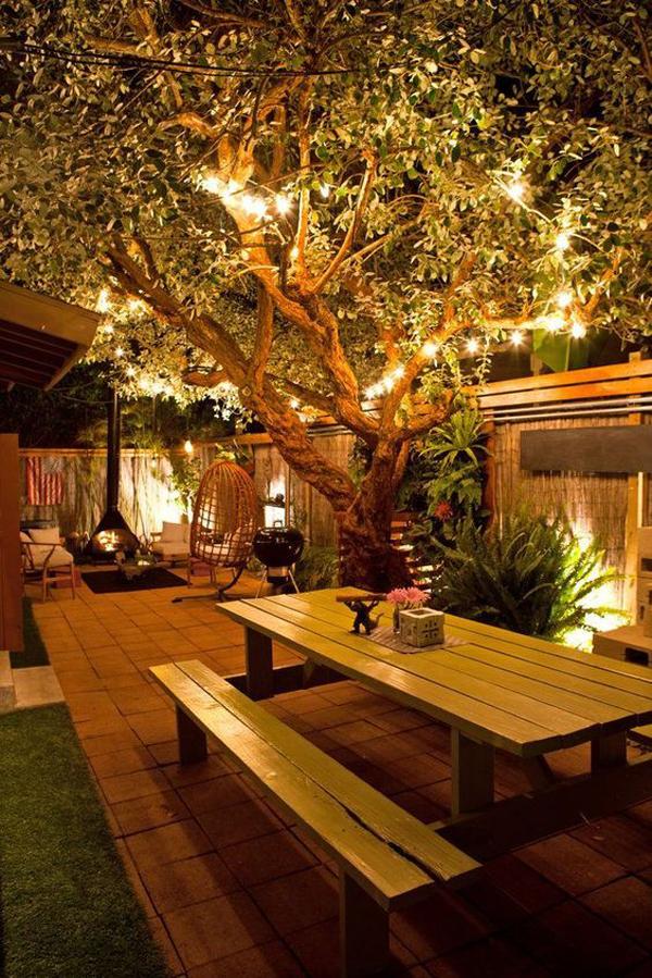 outdoor-garden-lighting-in-the-tree