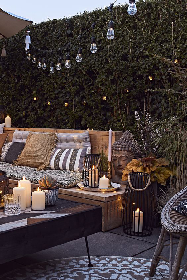 outdoor-living-space-with-candle-lights