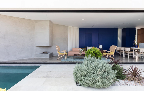 outdoor-living-space-with-pool