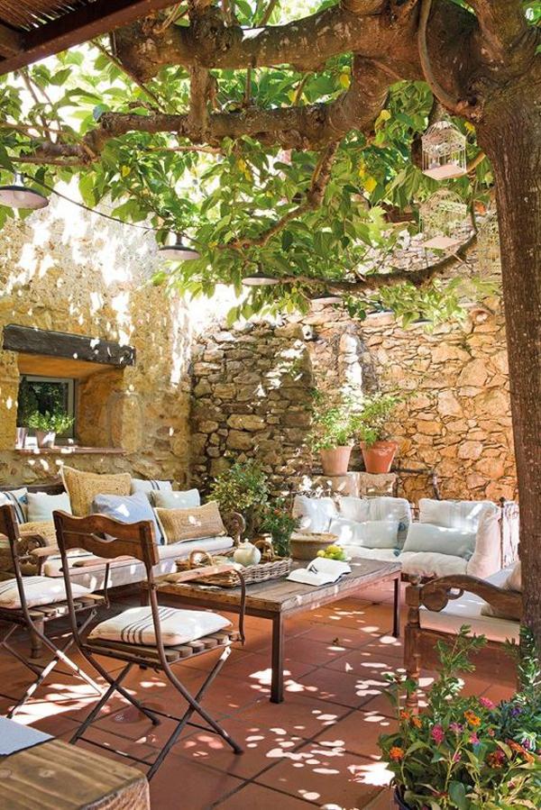 romantic-bohemian-garden-with-outdoor-furniture