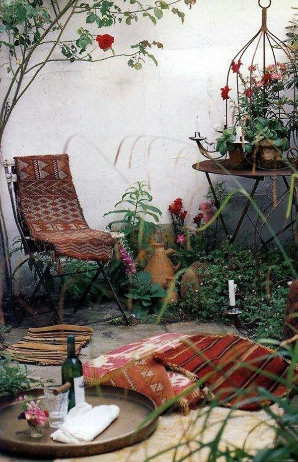rustic-bohemian-garden-with-outdoor-chairs