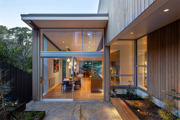 small-backyard-integrated-with-indoor