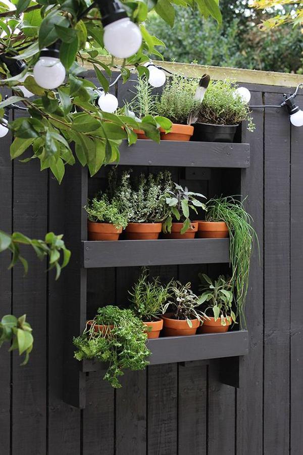 small-modern-vertical-garden-ideas