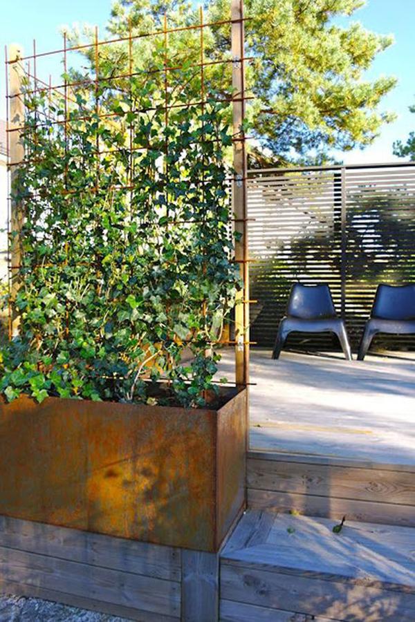 stylish-wooden-garden-trellis