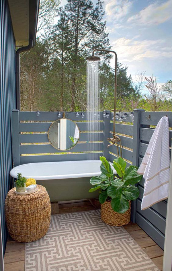 tiny-outdoor-tubs-with-mirrors