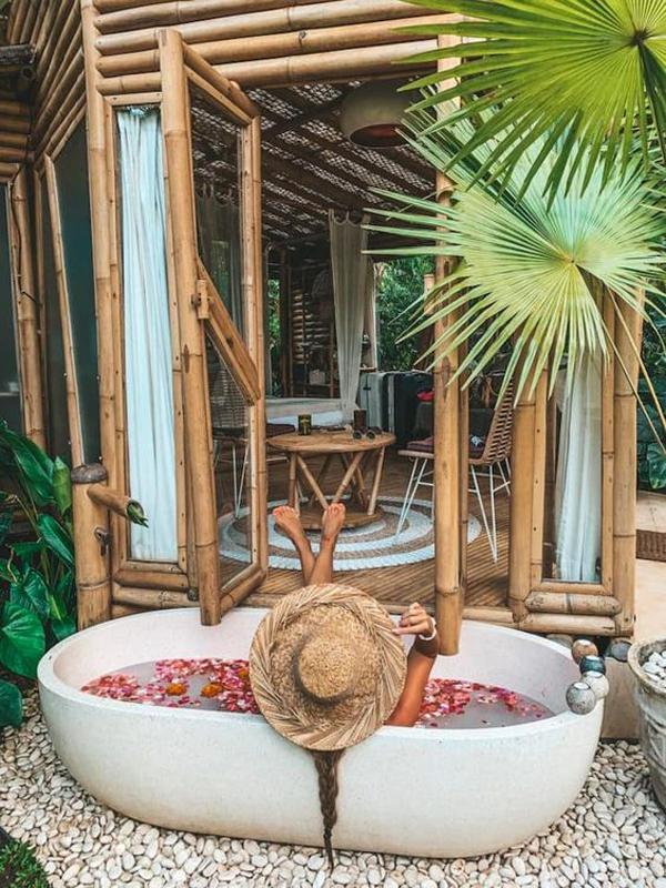 tropical-outdoor-tubs-with-bamboo-decor
