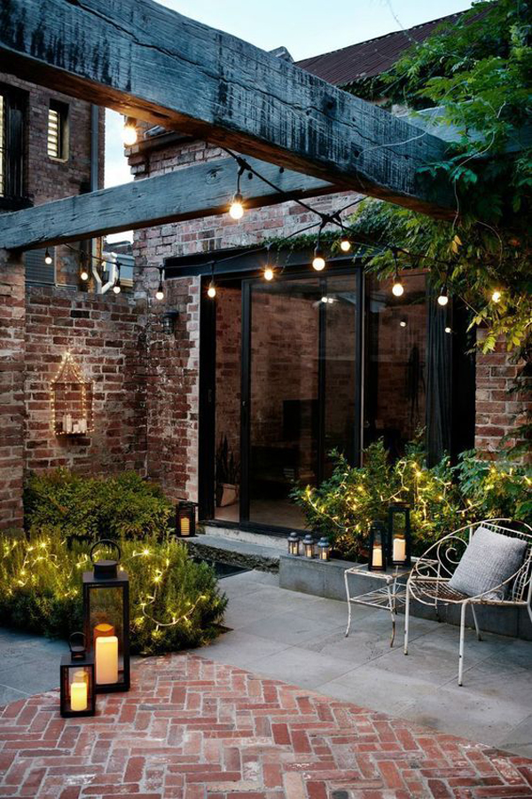 vintage-outdoor-light-with-lantern-and-brick-exposed
