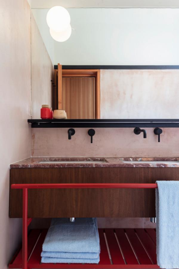 wood-coastal-bathroom-sink-and-mirror