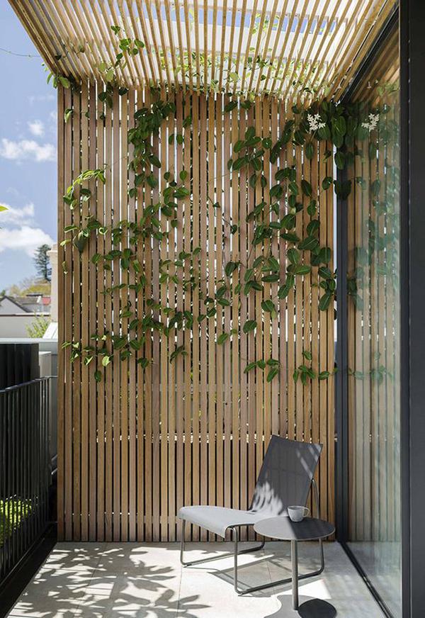wood-garden-trellis-ideas-in-the-balcony