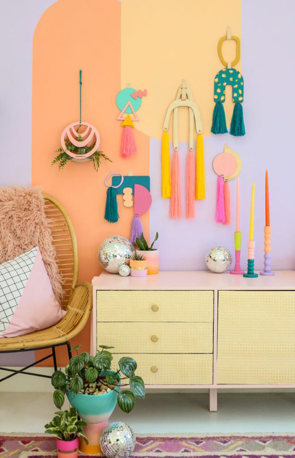 beautiful-paint-ideas-with-colorful-yarn-wall-hangings