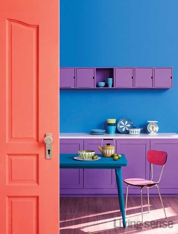 bold-and-colorful-kitchen-with-dining-area