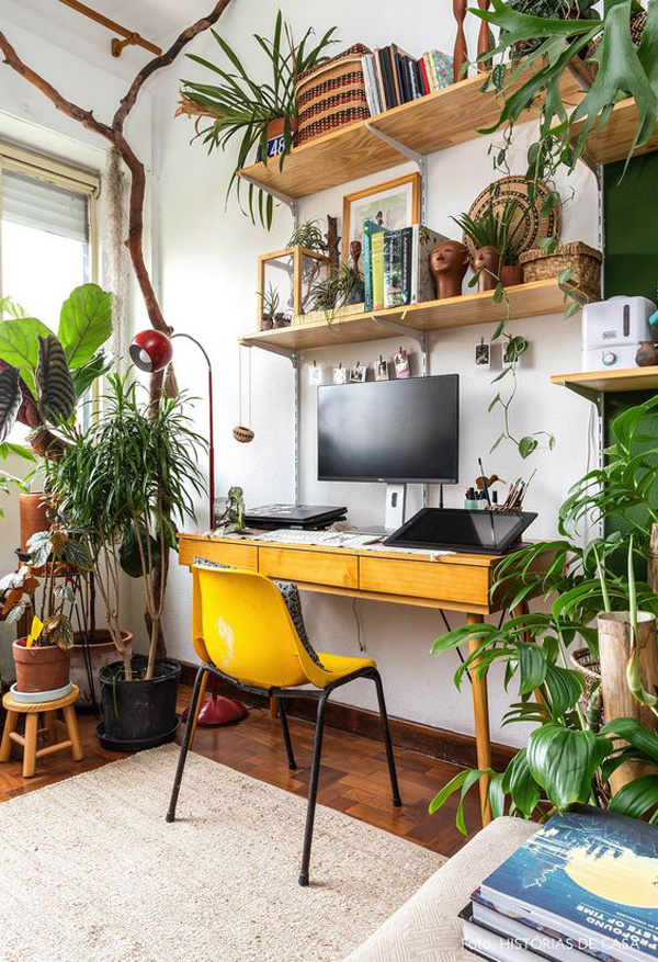 bright-home-office-design-with-indoor-plants