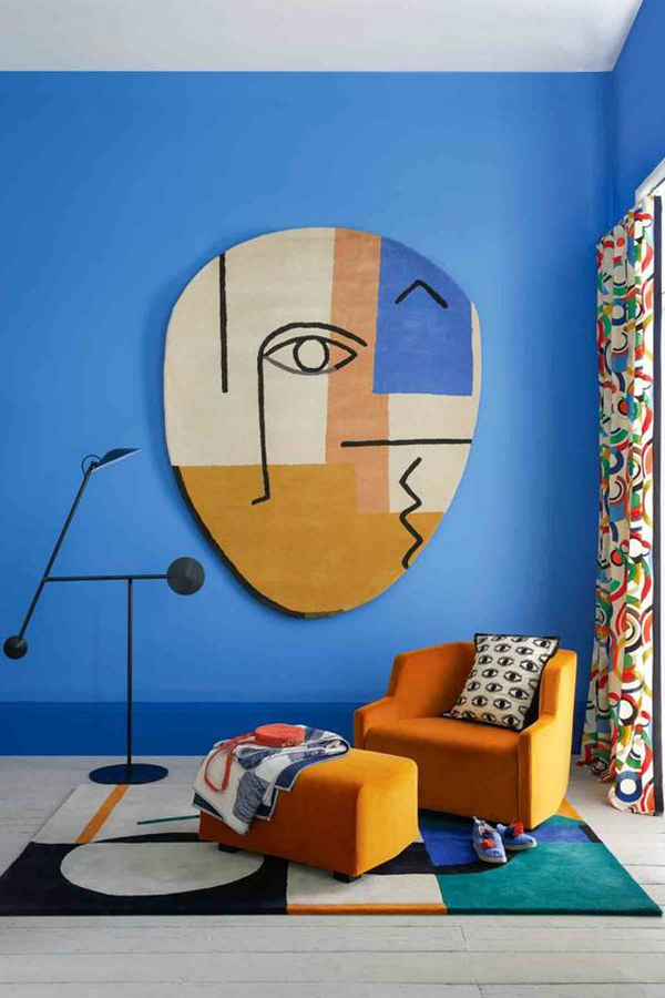colorful-blue-living-room-with-abstract-art-decor