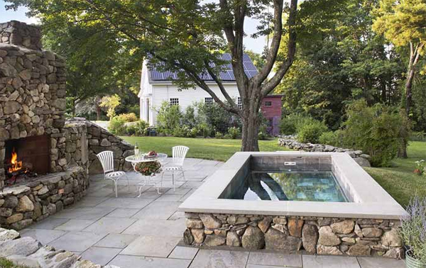 contempory-cocktail-pool-with-small-outdoor-dining