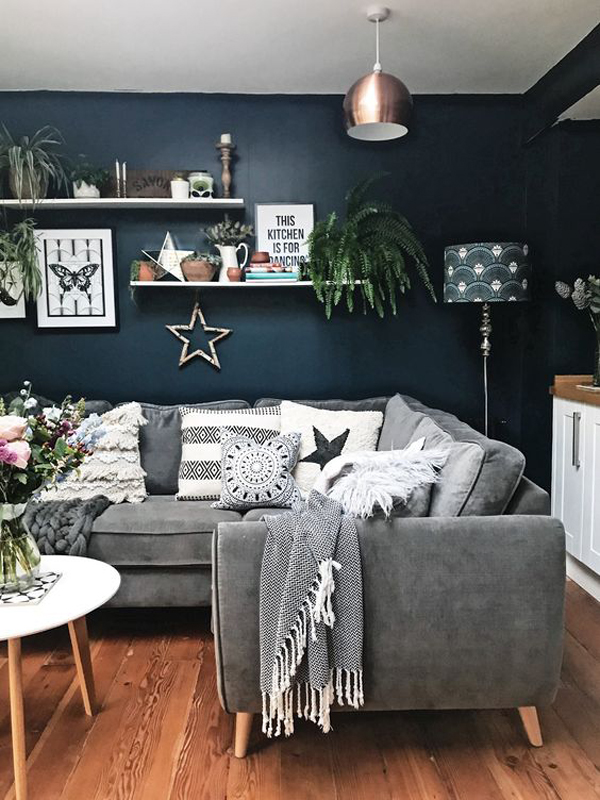 cozy-blue-living-room-for-holiday