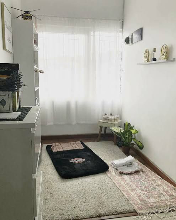 cozy-praying-room-with-rugs