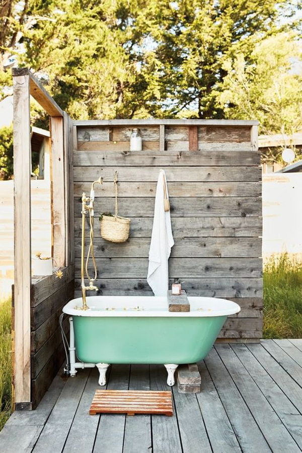 cute-and-romantic-outdoor-tubs