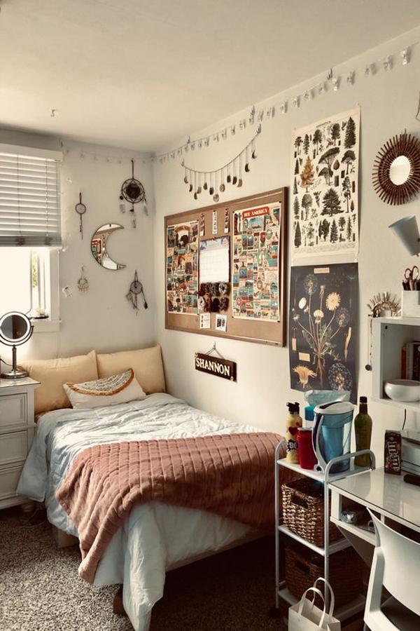 cute-dorm-bedroom-with-wall-decor