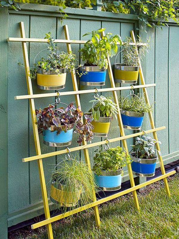 diy-outdoor-vertical-garden-with-hanging-bucket-plants