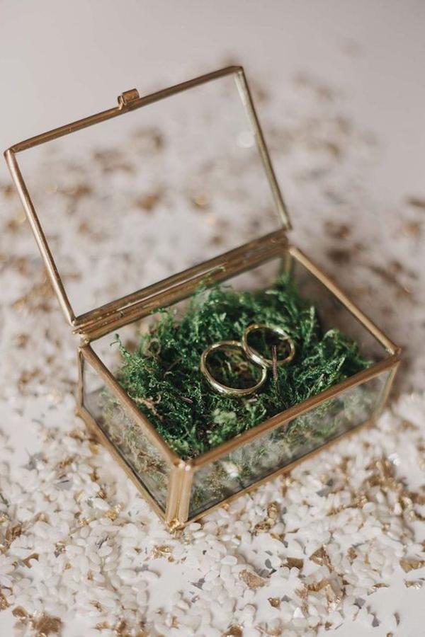 elegant-glass-ring-holder-ideas